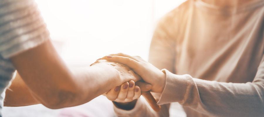 7 cosas que puedes hacer hoy para ayudar a un superviviente de cáncer